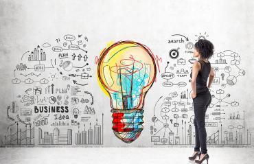 Afbeelding Van Vrouw Kijkend Naar Muur Voor Opleiding In Business Coach Van De ACC